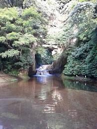 亀岩の洞窟.jpg